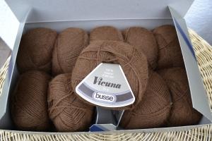 Wolle Schurwolle Wollpaket 500g braun dunkelbraun Strickgarn Vicuna
