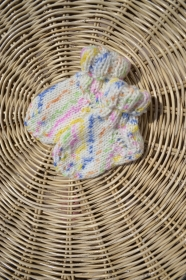 Babysocken Socken Erstlingssocken Stricksocken Baby weiß bunt vegan gestrickt 0 - 6 Monate