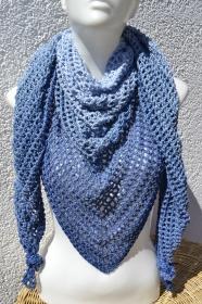 Dreieckstuch Tuch Häkeltuch Sommertuch blau weiß meliert von Hand gehäkelt mit Farbverlauf