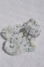 Babysocken Erstlingssocken Socken Baby Stricksocken weiß grün bunt handgestrickt 0-6 Monate