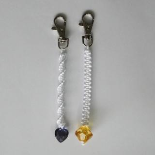 Schlüsselanhänger ♥ weiß mit Perle ♥ gelb oder blau ♥ geknüft ♥ ca. 13,5 cm lang