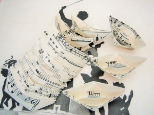 30er-Set PAPIERSCHIFFCHEN ♥ Noten ♫♪ *upcycling pur* Boote - Handarbeit kaufen