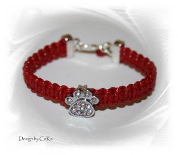 Makramee-Armband in rot mit eingearbeiteter strassbesetzten Pfote für Tierfreunde