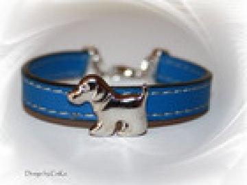 Armband für den Hundefreund aus Kunstlederband mit einer Zierniete in Form eines niedlichen kleinen Hundes, Farbe: blau