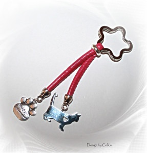 Schlüsselanhänger für Katzenfreunde in der Farbe pink/silber