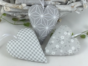 3 edle Stoffherzen in grau,Dekoherzen,Fensterdekoration,Herzen, - Handarbeit kaufen