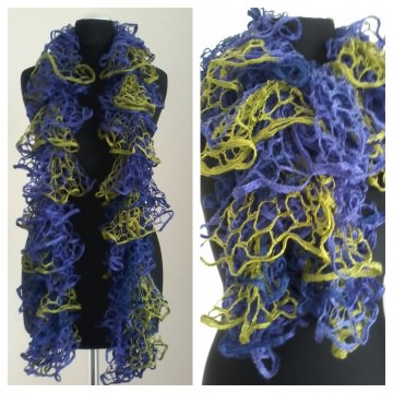 Schal/Rüschenschal in den Farben Lila, Kobaltblau und Kiwigrün, leicht glänzende Wolle