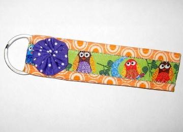 Schlüsselanhänger, Unikat aus Baumwollstoffen mit zuckersüßer, handgenähter Stoffblume und Metallring     - Handarbeit kaufen