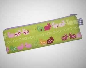 Reißverschluss-Etui im schmalen Längsformat für die kleine Auswahl an Stiften, praktisches Handtaschenformat mit 2 schönen Seiten    - Handarbeit kaufen