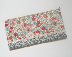 Stiftemäppchen, Reißverschluss-Etui im Längsformat für Schreibstifte, als Taschenorganizer für Kosmetik und andere Kleinigkeiten   - Handarbeit kaufen