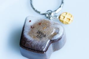 Niedlicher Schlüsselanhänger in Form einer Kaffetasse aus Resin