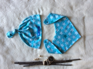 Knotenmützchen und Halstuch