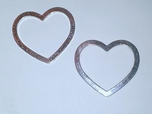 2 Metall-Herzen mit der Aufschrift