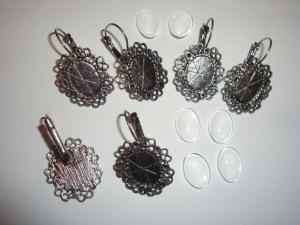 6 antik-silberfarbene Ohrhänger-Rohlinge plus Glascabochons