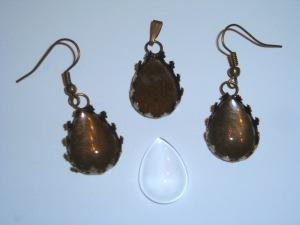 Bronzefarbener Kettenanhänger und Ohrringe tropfenförmig für die Schmuckherstellung