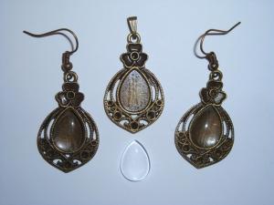 Orientalisches Schmuckset: Bronzefarbener Kettenanhänger und Ohrringe