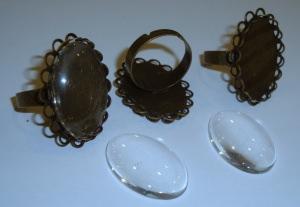 3 ovale Ringrohlinge *nf* mit Glascabochons
