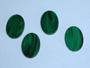 4 flache Glascabochons 13x18mm, grün