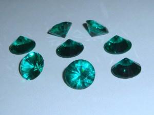 8 facettierte Cabochons, kegelförmig, 12mm, grün