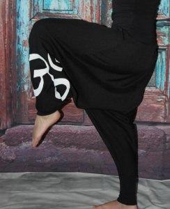 schwarze Goa Hose mit Om Zeichen Haremshose Pumphose Sarouel Baggy Hose Hippie Goa