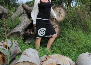 Rock A- Form schwarz trifft weiß Kreisel Süirale black skirt - Handarbeit kaufen