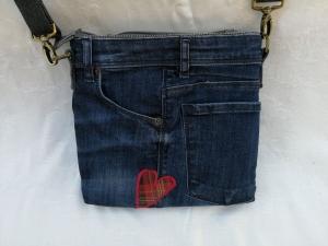 Upcycling:Vintage Jeanstasche mit ♡ und reflektierender Rückseite - used look - Handarbeit kaufen