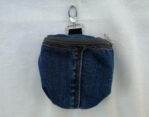 Praktischer Leckerli-Beutel - aus Upcycled Jeans - mit Karabiner - Haken  - Handarbeit kaufen