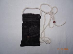 Upcycled dark-Grey-Jeans-Handytasche mit Kordel