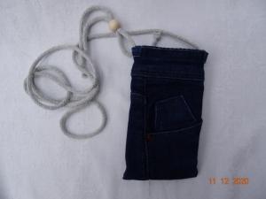 Upcycled dark-blue-Jeans-Handytasche mit Kordel