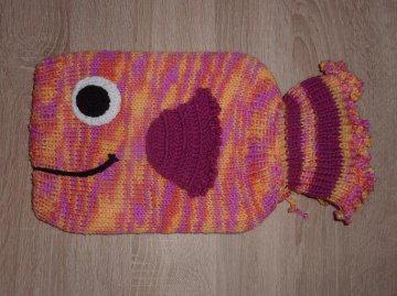 Gestrickter Wärmflaschenbezug - Fisch - mehrfarbig  -  inkl.Wärmflasche
