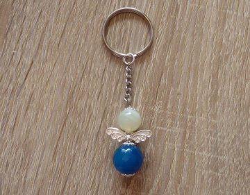 Handgefertigter Schlüsselanhänger mit Metallflügeln - Engel  - blau-weiß - Handarbeit kaufen