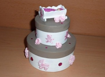 Geldgeschenkverpackung Torte mit Wiege und Baby - rosa-weiß-braun