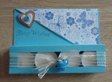Teelichtgeschenkset mit vier Teelichtern - blau-weiß - Text: BEST WISHES - Handarbeit kaufen