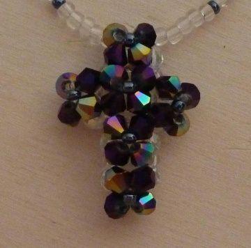 Kette mit Kreuz aus Glasschliffperlen und Biconen - anthrazit-farblos mit Magnetverschluss