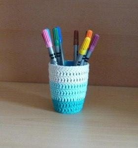 Stiftebecher - Blumenvase  umhäkelt türkis-weiß