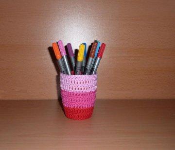 Stiftebecher - Blumenvase  umhäkelt rosa-pink-rot