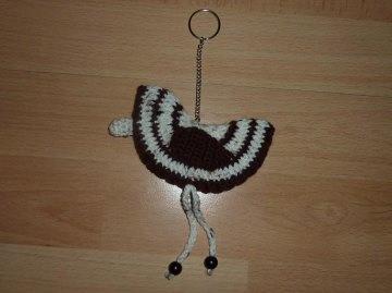 gehäkelter Taschenanhänger - Vogel - wollweiß-braun