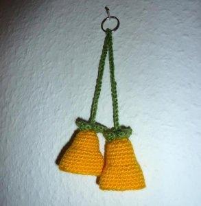 gehäkelter Taschenanhänger - Glockenblume - gelb