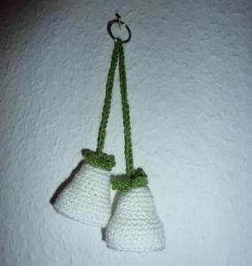 gehäkelter Taschenanhänger - Glockenblume - weiß - Handarbeit kaufen