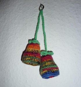 gehäkelter Taschenanhänger - Glockenblume - bunt - Handarbeit kaufen
