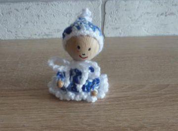 gehäkelter Wichtel - blau-weiß