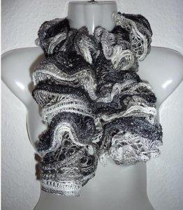 eleganter, gestrickter Schal aus Netzgarn - grau-schwarz