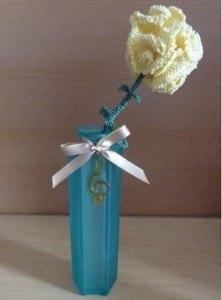 gehäkelte Blume in Blumenvase (aus Glas) - gelb-grün mit Notenschlüssel - Handarbeit kaufen