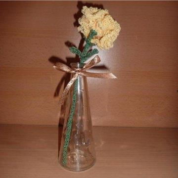 gehäkelte Blume in Blumenvase (aus Glas) - gelb-grün - Handarbeit kaufen