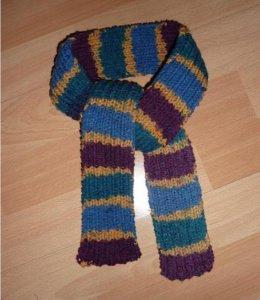 gestrickter Schal - mehrfarbig