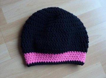 gehäkelte Mütze - schwarz-pink