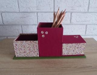 handgefertigter Schreibtischorganizer mit Blumenmotiv -  rot-grün