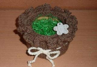 umhäkeltes Osterkörbchen mit Holzblume - braun - Handarbeit kaufen