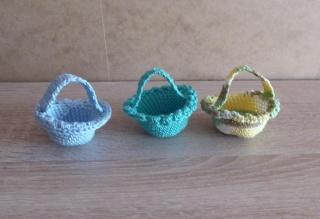 drei kleine gehäkelte Osterkörbchen für den kleinen Ostergruß - blau-türkis-grün - Handarbeit kaufen