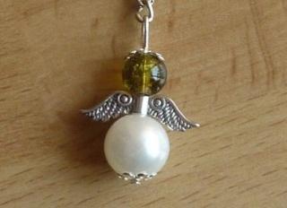 Handgefertigter Schlüsselanhänger mit Metallflügeln - grün-weiß